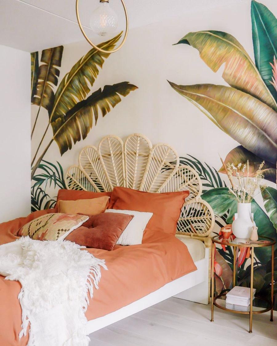 Skandynawski apartament z arabskimi akcentami, wystrój wnętrz, wnętrza, urządzanie domu, dekoracje wnętrz, aranżacja wnętrz, inspiracje wnętrz,interior design , dom i wnętrze, aranżacja mieszkania, modne wnętrza, styl skandynawski, scandinavian style, otwarta przestrzeń, open space,sypialnia, tapeta roślinna, motyw roślinny, urban jungle,
