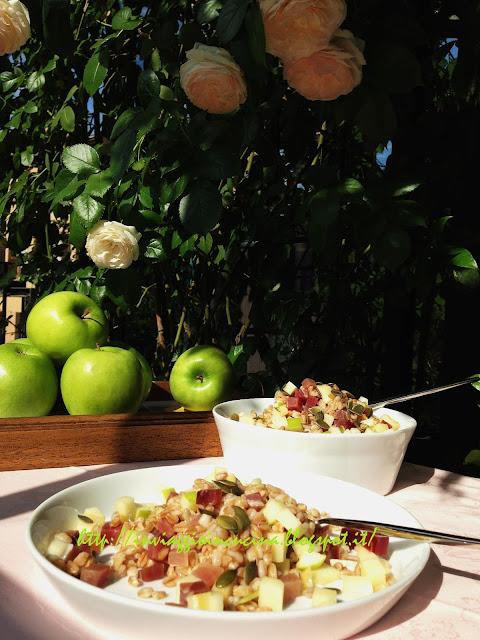 Farro freddo con mela verde, semi di zucca e speck