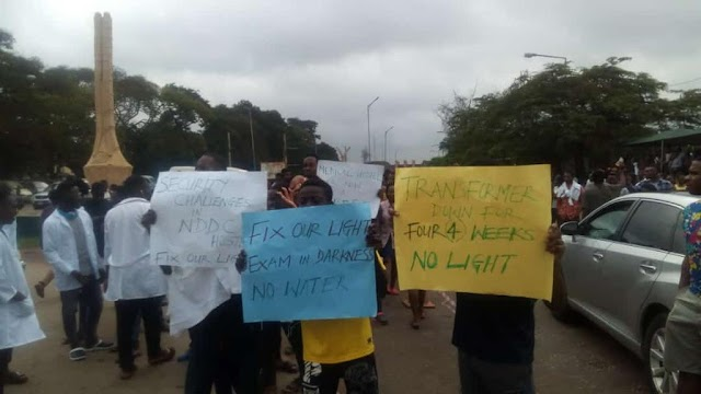 UNIBEN Students Stage Protest Over Light, Security, Water (Photos)