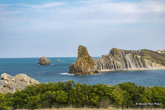 Plegamientos junto a la Playa de Portio, Costa Quebrada - Cantabria por El Guisante Verde Project
