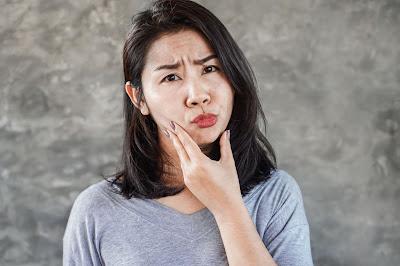 Mujer con parálisis facial