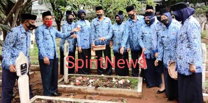 Peringati HUT Korpri ke 49, PNS Polda Sulsel  Ziarah dan Tabur Bunga  di TMP Panaikang