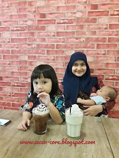 Clarissa Astrid Sofia Friezcen, Epi Friesta Dewi Hasibuan, & Davian Hardi Putra Friezcen - Captain Jack Coffee and Food Banda Aceh