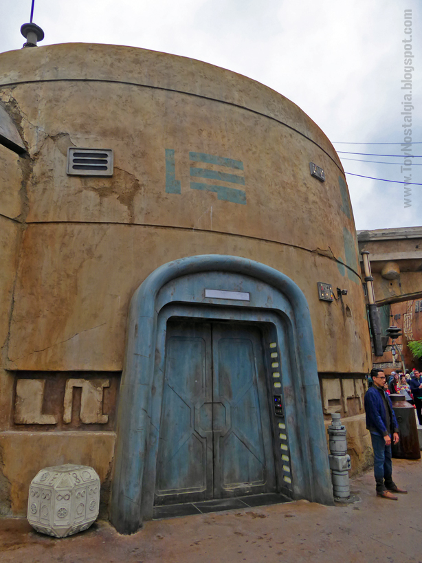 STAR WARS: Galaxy's Edge  - Walt Disney World Droids depot