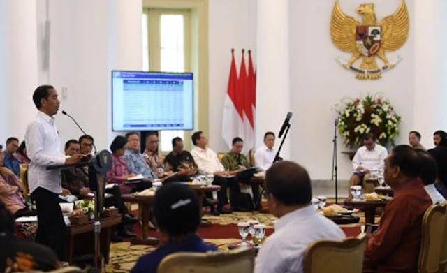 Muhammad Rusdi: Sentil Menteri, Jurus Cuci Tangan Jokowi