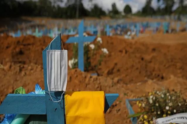 Cemitério em Manaus (AM) durante a pandemia da Covid-19
