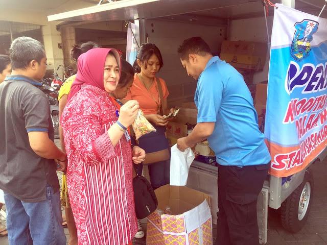 Operasi pasar yang dilaksanakan oleh Disperindag Jatim di beberapa kecamatan kota Surabaya