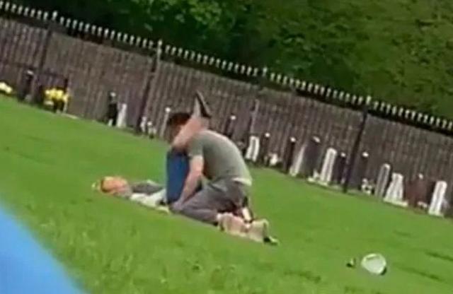 clip cặp đôi làm tinh nơi công cộng 2