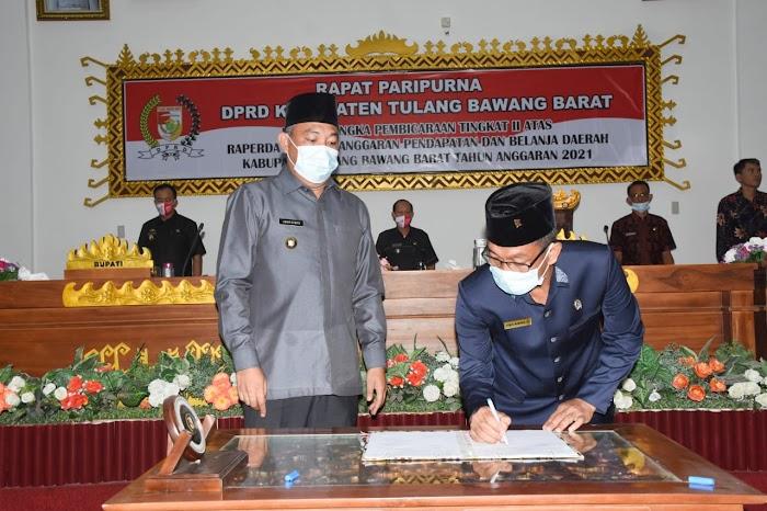 Rapat Paripurna Tingkat II DPRD di Pimpin Bupati dan Wakil Bupati Tulang Bawang Barat
