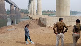 थाना बरगी अंतर्गत खिरहनी पुल घाट किनारे स्टाॅक की हुई 7-8 हाईवा/डम्फर रेत जप्त