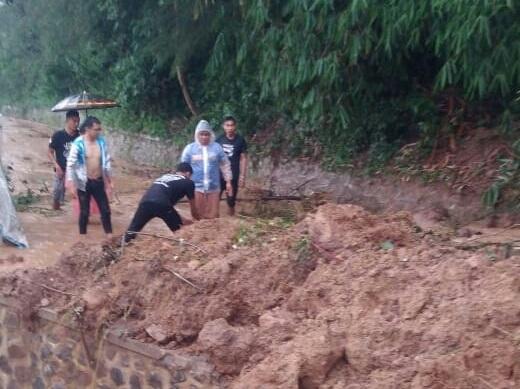Longsor Terjadi Kampung Sukalaksana Kec.Pasirjambu Kabupaten Bandung