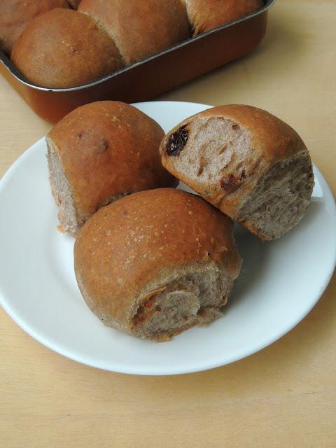 Sundried tomatoes Ragi Bread rolls