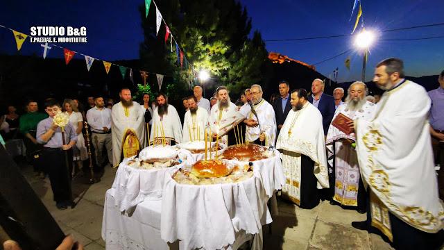 H Εορτή των Αγίων Πάντων στο ιστορικό εκκλησάκι σπηλιά στο Ναύπλιο