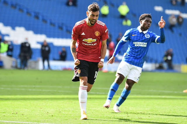 Bruno Fernandes scores from the penalty spot to give Manchester United their first win of the season.