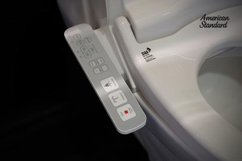 Pristine E-Bidet: Dudukan Toilet Elektronik dari American Standard