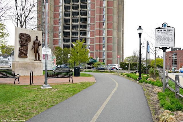 Uncle Sam Plaza en Arlington, Massachusetts