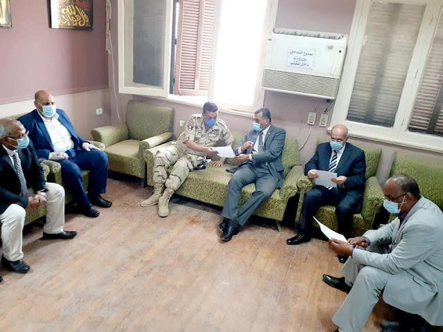 سكرتير عام محافظة سوهاج يتفقد غرفة عمليات متابعة امتحانات الثانوية العامة