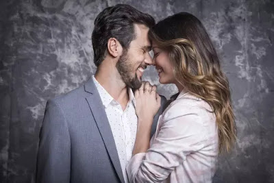 Kyra (Vitória Strada) é noiva de Rafael (Bruno Ferrari) em 'Salve-se Quem Puder'