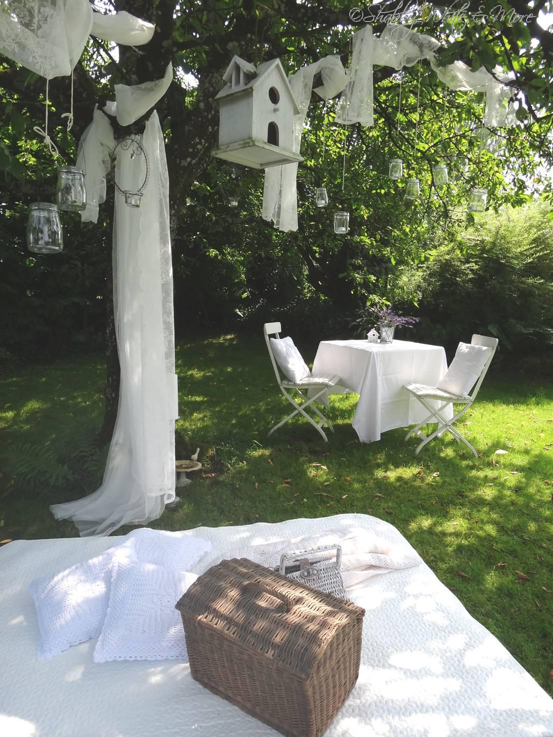 shabby white and more sommerlicher gartenzauber. Black Bedroom Furniture Sets. Home Design Ideas