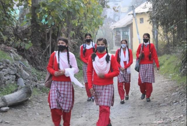 हिमाचल के स्कूलों में लौटी रौनक, पहले दिन विद्यार्थियों में दिखा उत्साह