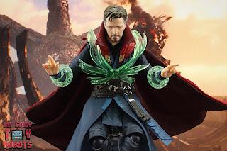 S.H. Figuarts Doctor Strange (Battle On Titan Edition) 51