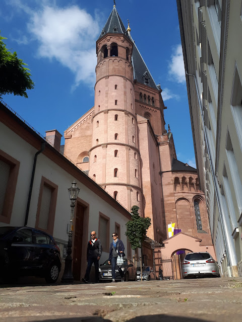 kalte loch, a windy alley by the Mainz Cathedral