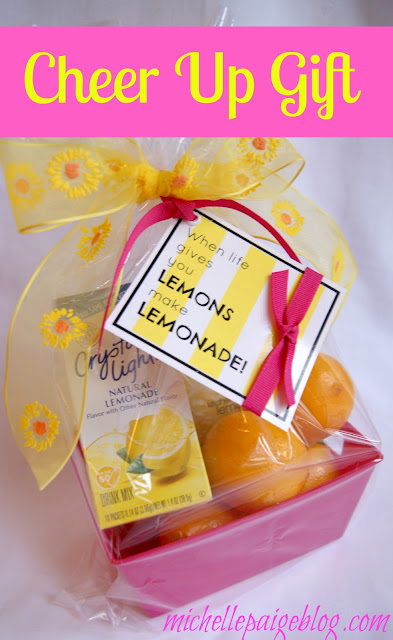 Lemons to lemonade printable gift tag @michellepaigeblogs.com