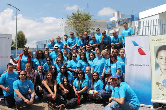 Niños y mayores de Fundación Jonathan reciben apoyo de American Airlines