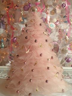 albero di natale fatto di tulle e perle
