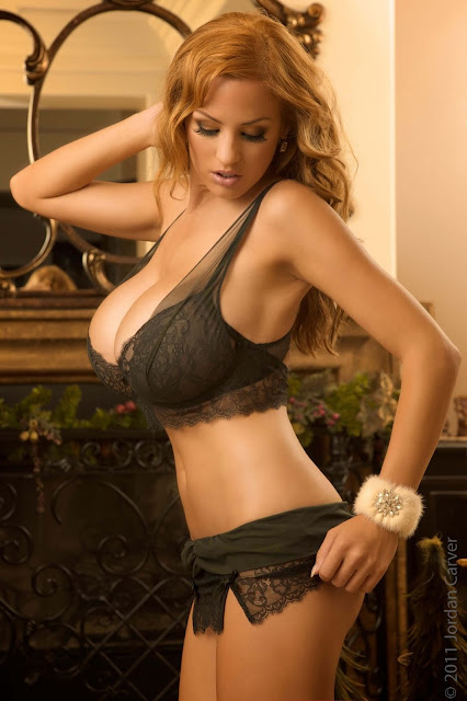 hot-sexy-Jordan-Carver-Christmas-2011-photo-shoot-picture-4