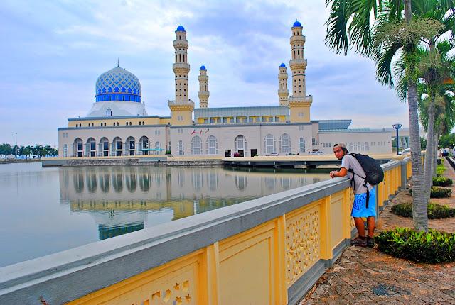 Marky Ramone Go in City Mosque Likas Bay Kota Kinabalu