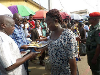 Fayose Shares His Birthday Cake With Residents Of Ado-Ekiti, Hands Them N200 Each 5