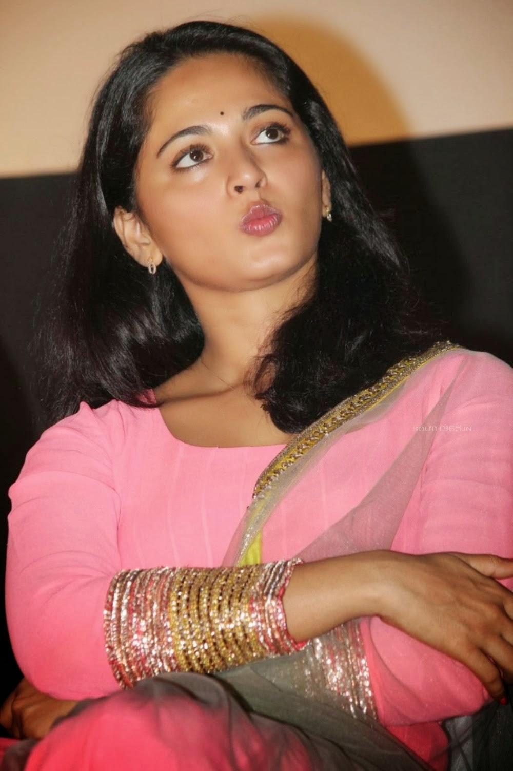 John Abraham 3d Wallpapers Coogled Actress Anushka Shetty Latest Hd Pictures