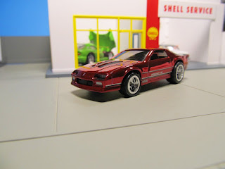 Hot Wheels RLC   '85 Chevrolet Camaro IROC-Z