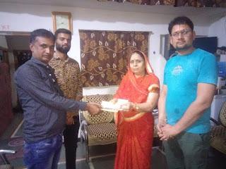 श्री अंकित जगदीश जी शर्मा परिवार द्वारा 21 हज़ार का चेक श्री राम मंदिर निर्माण समिति को सौपा