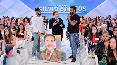 Silvio ganha quadro de Paulo e Pedro Terra (Crédito: Lourival Ribeiro/SBT)