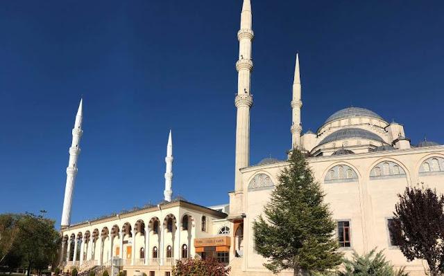 Apakah Orang Turki Jarang Shalat?