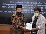 Dr Arief Pejuang Kesehatan Gugur Lawan Covid-19, Bupati Lamongan Beri Santunan Keluarganya