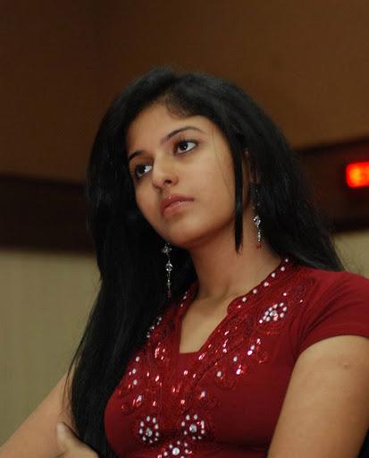 Picmusiq: Anjali Latest Spicy Pics In Dress