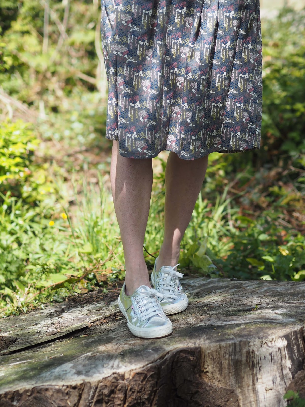 What-Lizzy-Loves- floral-skirt-silver-supergas