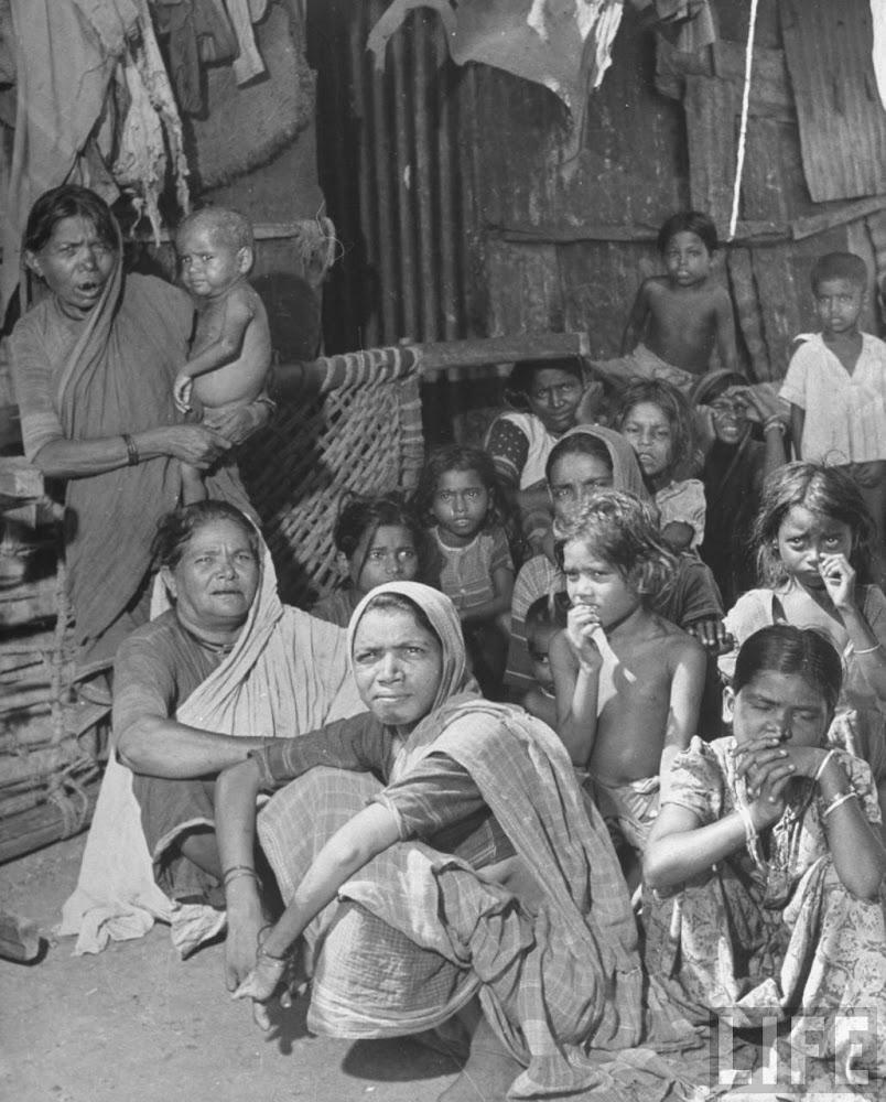 Indian women & children sitting in the alley