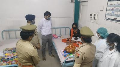 कोतवाली उरई पुलिस द्वारा गर्भवती महिला को प्रसव के लिए जिला महिला चिकित्सालय में भर्ती कराया       संवाददाता, Journalist Anil Prabhakar.                 www.upviral24.inकोतवाली उरई पुलिस द्वारा गर्भवती महिला को प्रसव के लिए जिला महिला चिकित्सालय में भर्ती कराया       संवाददाता, Journalist Anil Prabhakar.                 www.upviral24.in
