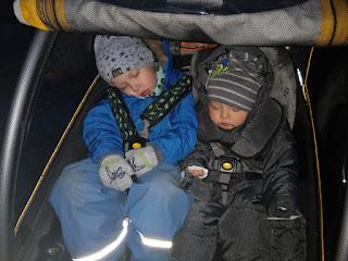 schlafende Kinder im Burley Cub
