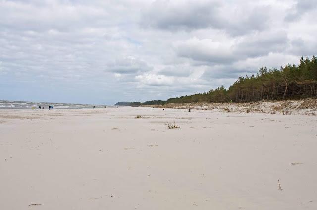 plaża w Karwi, gdzie na wakacje z maluchem, płaskie zejście