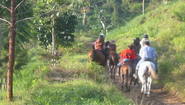 Jalan jalan berkuda de ranch