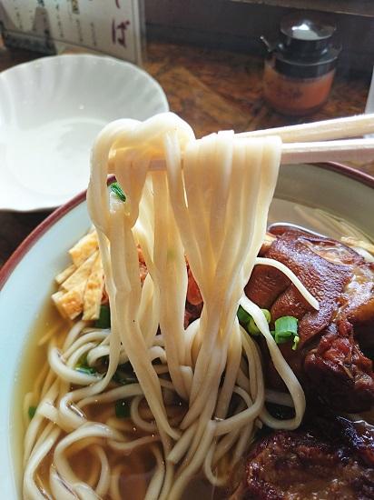 ミックスそば(大)の麺の写真