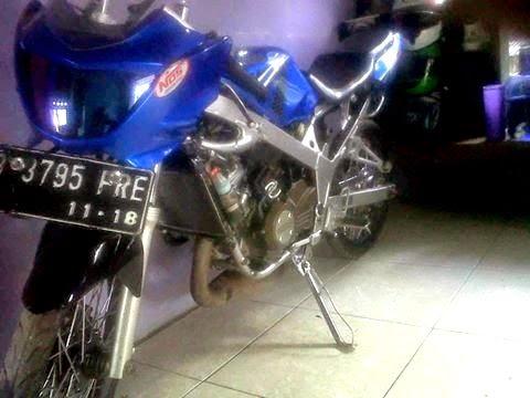 Modifikasi Motor Kawasaki Ninja R 150 R Biru Striping Hitam