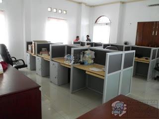 Meja Partisi Kantor Untuk 8 Orang + Furniture Semarang