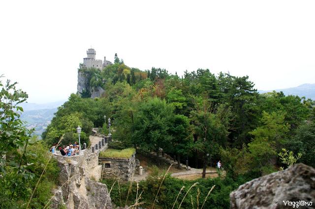 Vista sulla Torre Cesta ed il Passo delle Streghe di San Marino