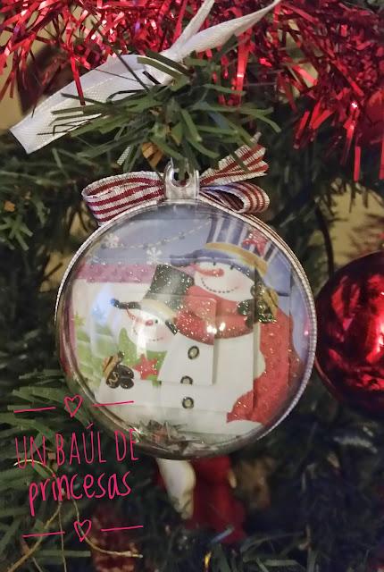 Bola de navidad decorada